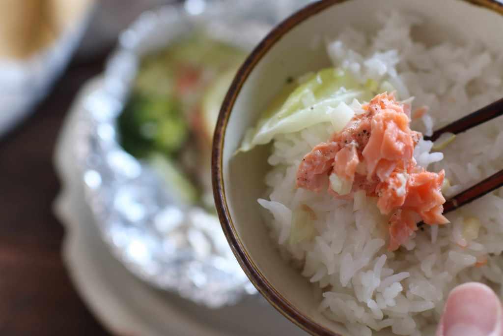 【掲載】鮭と野菜を包むだけ。忙しいときも満足な熱々ホイル焼き(ESSE)