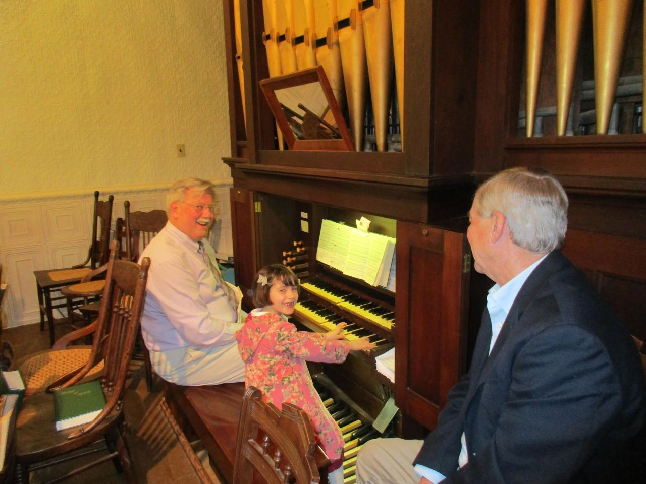 2017 – Sophia visits the church organ (with music director Hal Parker)