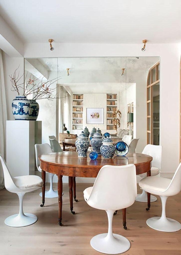 Per illustrarvi al meglio in che modo, abbiamo pensato di presentarvi un appartamento che ci è sembrato esemplare: Come Prendere Ispirazione Dalla Serie Tv Bridgerton E Dagli Interni In Stile Regency Per Arredare Una Casa Moderna