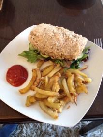 Sandwich med hjemmelavede pommes frites