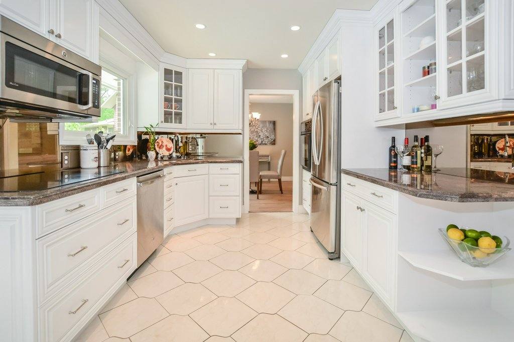 5 Tamarack Place - White Kitchen