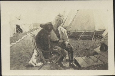 Harry Colebourn with Winnie the bear - Salisbury Plain