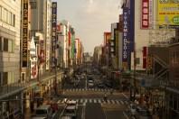 10分歩けば日本橋のでんでんタウンに行けます。 10분만 걸으면 니혼바시의 덴덴타운까지도 갈 수 있습니다. 只要10分鐘步行就到日本橋(den den town)。 Only 10 minutes walk to the Denden Town in Nipponbashi. à seulement 10 minutes à pied de Den-Den Town dans Nipponbashi 只要走10分鐘就到日本橋,電電動漫街