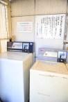 コインランドリー(大300円、小200円) 빨래방 (대 300엔, 소 200엔) 洗衣机 (大300日元,小200日元) Laundromat (Small 200JPY, Large 300JPY) Machine à laver (petit 200JPY, grand 300JPY) 投幣式洗衣機 (大300円、小200円)