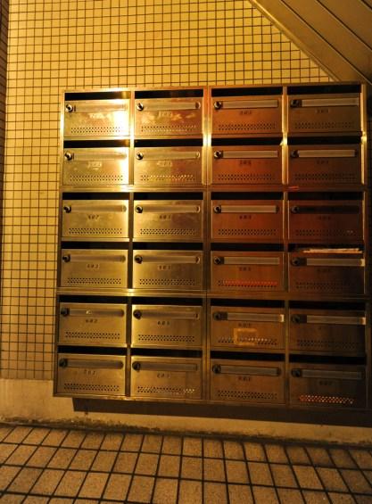 入口には集合ポストがあります。 입구에는 모임 포스트가 있어 정기적인 파티를 가질 수 있습니다. 在入口有集合桿 Mailbox at the entrance.