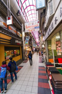 道具屋筋も徒歩圏内 중고숍도 도보거리내에 있습니다. 走路就可以去道具屋筋 Walking distance to Doguyasuji, where you can find all sorts of cooking equipments