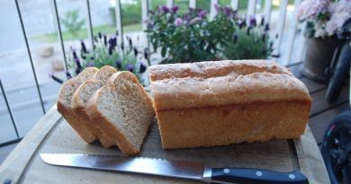 Fuldkorns franskbrød er lidt sundere end det almindelige, hvide franskbrød, og i denne opskrift har vi lavet franskbrød med fuldkorns speltmel. Foto: Guffeliguf.dk.