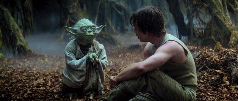 Yoda sendo mentor de Luke Skywalker