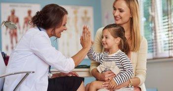 61301543-lijecnik-doktor-pacijent-pedijatar-dijete