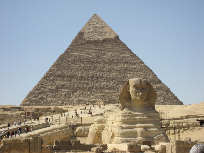 esfinge con piramide