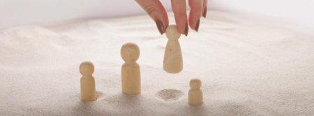 bonecos em sessão de constelação familiar