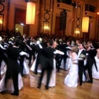 Entenda o significado dos 14 casais em uma festa de 15 anos