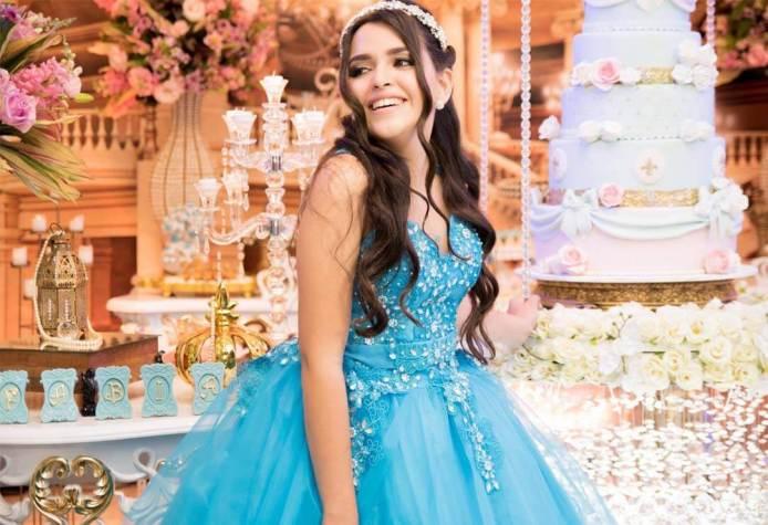 Turquesa-e-branco-decoração-15-anos-debutante-fabiana-hellen