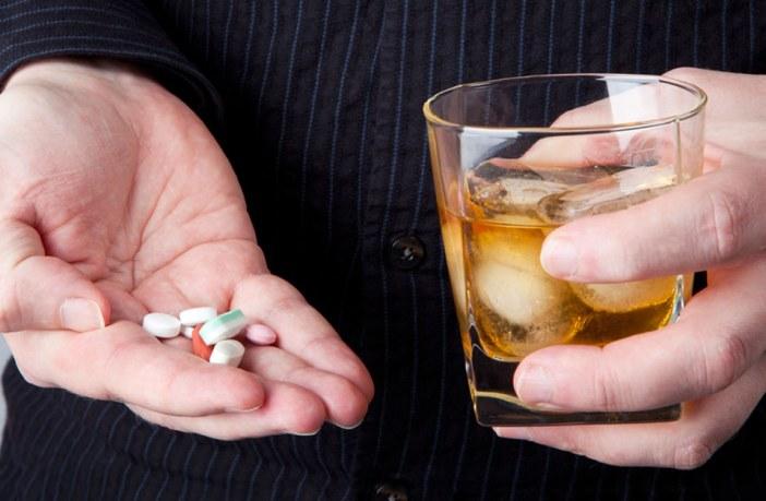 mito-verdade-bebida-alcoolica-corta-efeito-medicamento