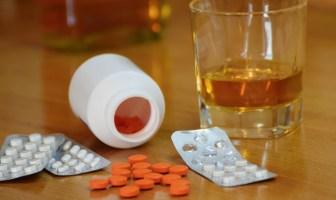 nove-informacoes-sobre-a-mistura-de-álcool-e-medicamentos-que-todo-foliao-deveria-saber