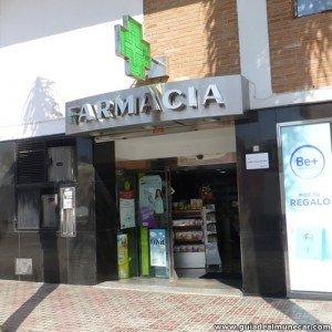 Farmacia en callejón del Virgo, Almuñécar, entre Av. Europa y Av. Cala