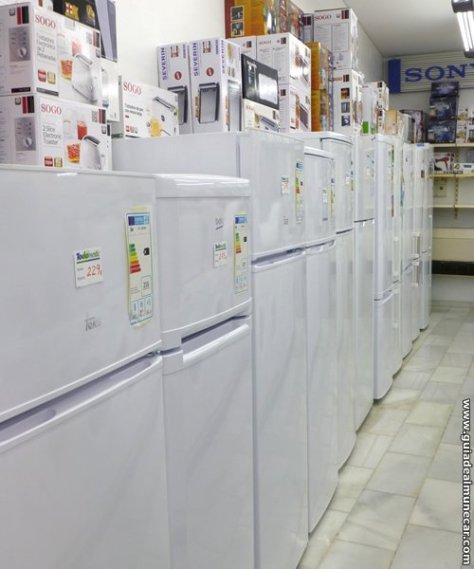 Electromar Exposición de electrodomésticos en la tienda.