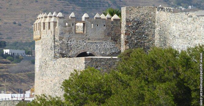 Inicio Guía de Almuñécar, fotografía de una Torre del Castillo de San Miguel.