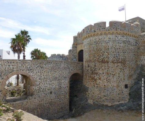 Puente, fosa y Puerta del Castillo de San Miguel.