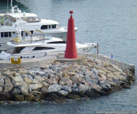 Faro acceso al Puerto Deportivo Marina del Este.