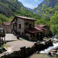 Bulnes – Cabrales... el pueblo más emblemático de los Picos de Europa que aún hoy carece de acceso rodado