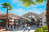 Pasillo Vineland Ave Premium outlets