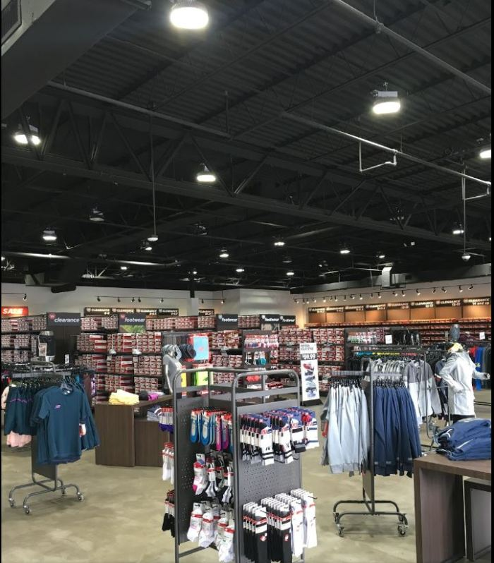 new balance factory store dentro.JPG