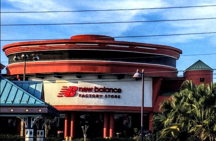 new balance factory store fachada.1.JPG