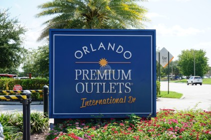 cartel-orlando-premium-outlets-international