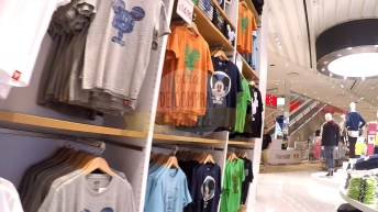 uniqlo-disney-springs-31
