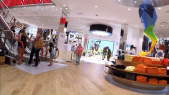 uniqlo-disney-springs-38