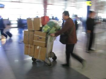 carrito aeropuerto muchas cajas