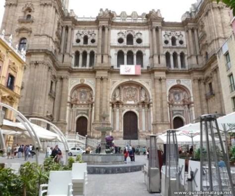 Bares en la Plaza del Obispo, Fuente y Catedral La Manquita.