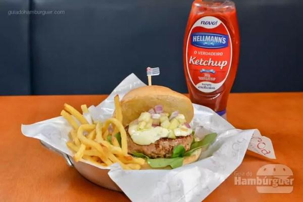Porco Paulista: Delicioso hambúrguer de porco, agrião, cream cheese, vinagrete de maçã verde com pão de hambúrguer de brioche. Acompanha fritas bem sequinhas. - R$ 29,90 - SP Burger Fest