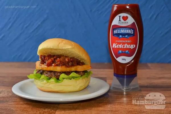 Play: Hambúrguer de picanha, grelhado com sal grosso defumado, queijo provolone à milanesa, alface lisa, geleia de bacon, no pão de brioche. - R$ 26,35 - SP Burger Fest