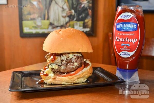 Mamush: Hambúrguer de carne de maminha, queijo fundido de gorgonzola, cogumelos, molho especial de alho, especiarias, pimenta caiena, no pão de cerveja. - R$ 23 - SP Burger Fest