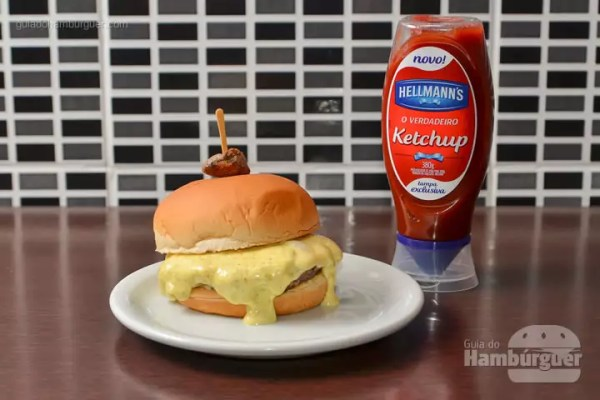 Viking Burger: Hambúrguer rústico de coração de galinha, queijo minas padrão, maionese suave de curry, no pão de hambúrguer. - R$ 28,90 - SP Burger Fest