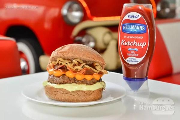 Corvette Burger: Pão Australiano, hambúrguer de picanha de 150g, cheddar, bacon, onion rings, barbecue e maionese artesanal. - R$ 33,90 - SP Burger Fest
