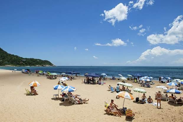 Melhores praias do Brasil: Balneário Camboriú - Praia do Estaleiro e Praia do Estaleirinho - Santa Catarina