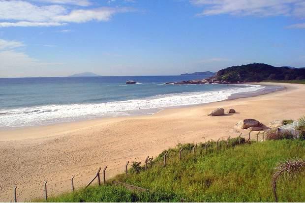 Melhores praias do Brasil: Bombinhas - Praia de Quatro Ilhas - Santa Catarina