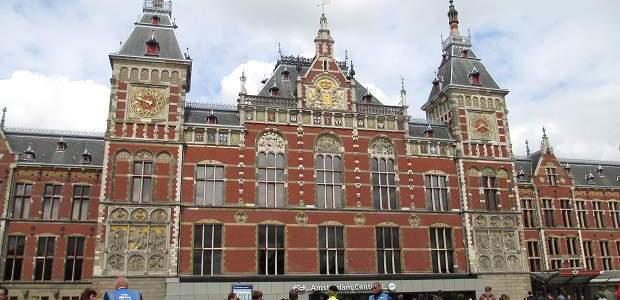 Como ir do aeroporto de Amsterdam à estação central?
