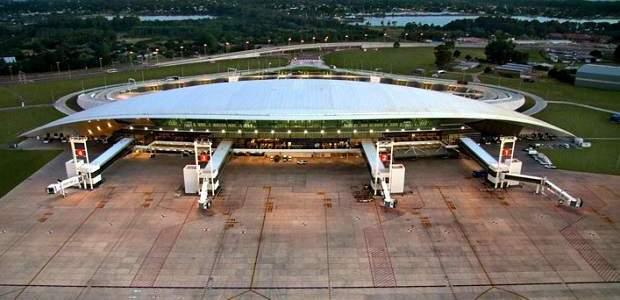 Como ir do aeroporto de Montevidéu ao centro?