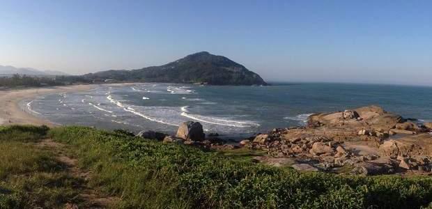 Praia da Ferrugem: surfe, sol e muita natureza!