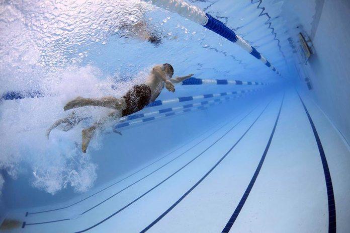 Trabajar ejercicios de resistencia con la natación