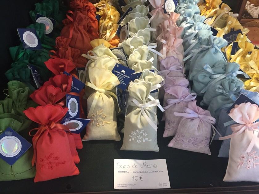 Gift - Bordado Madeira