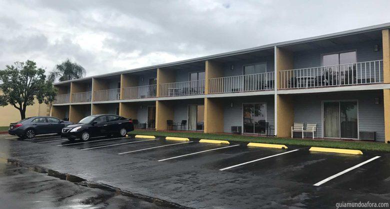 hotel com estacionamento em Orlando