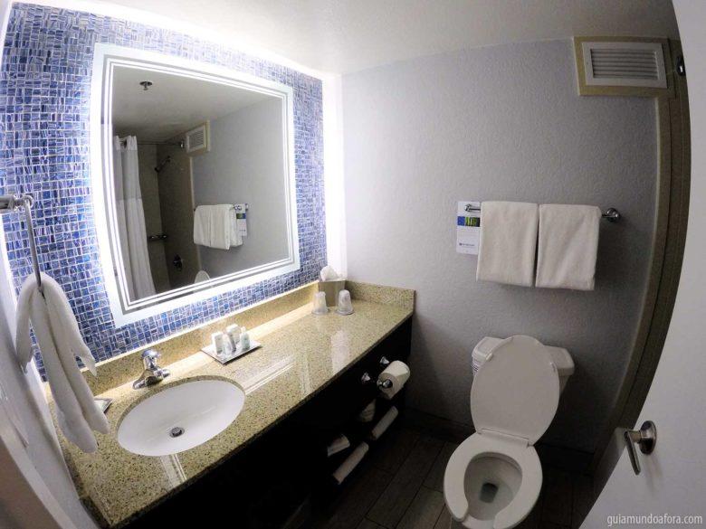 banheiro de hotel do lado da Disney Springs