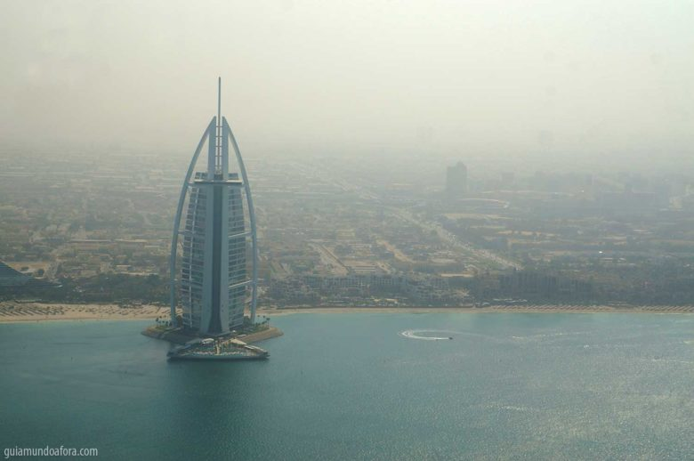 Burj al Arab visto de helicóptero em Dubai