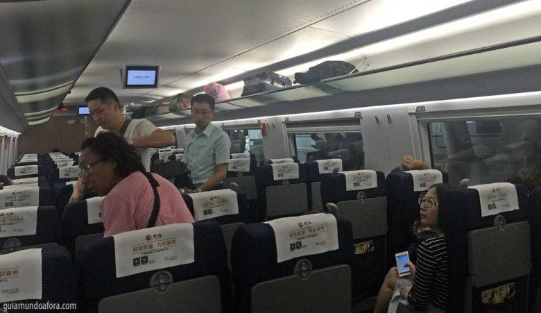 Trem segunda classe na China