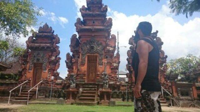 En cualquier lugar se puede encontrar un templo solitario.